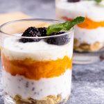 Mic dejun iaurt grecesc cu seminte si fructe